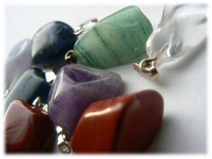 aromatherapie en edelstenen, edelstenen, hangeredelstenen, agaat, bergkristal, amathist, rozenkwarts, aventurijn, carneool, sodaliet, toermalijn, chalcedoon, hematiet, tijgeroog, edelstenen, kristal, kristallen, energie, holistisch, healing met edelstenen, healing, natuurlijke vibraties, natuurlijke wellness producten, wellness Breda, edelsteen, kristallen, amazoniet, jaspis, blauwe maansteen, labradoriet, citrienkwarts, andesopaal, edelsteentherapie, hangerstenen Breda, natuurlijke vibratie, schatten uit de natuur, Sheila Haanstra-van Kan, EsZensa Wellness, massage Breda, healing met edelstenen, healing Breda